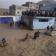 A fianco delle vittime delle inondazioni in Perù